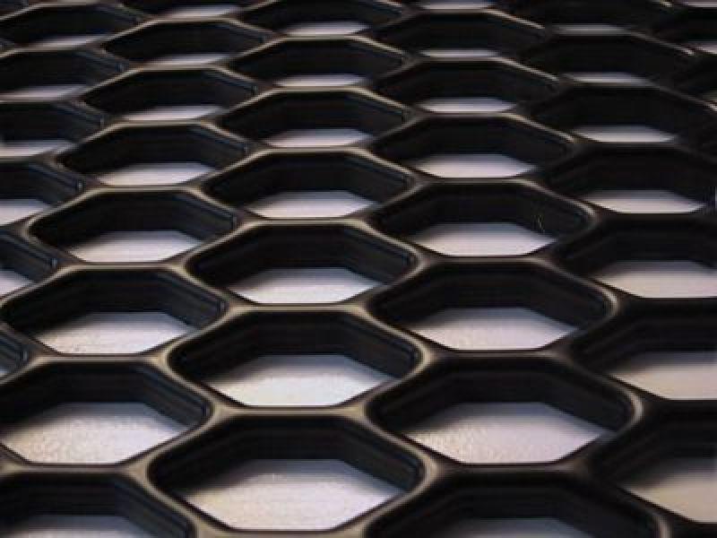Сетка в бампер пластиковая соты в стиле Ауди RS для тюнинга решетки радиатора купить.